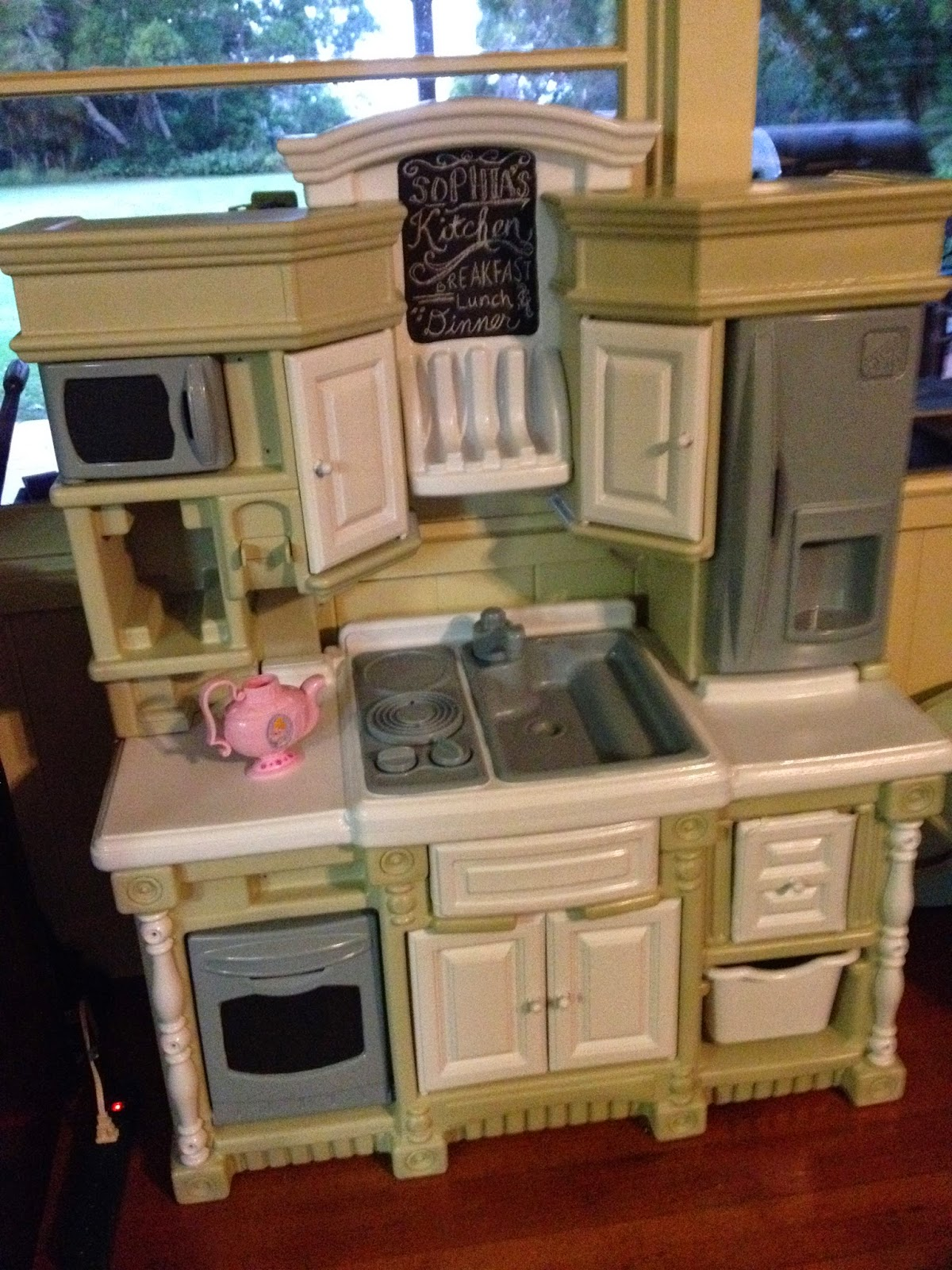 Remodelling Kitchen: Indigo Papaya: Plastic Play Kitchen Remodel