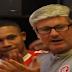 VÍDEO: Odair segura as lágrimas e termina aplaudido pelo grupo
