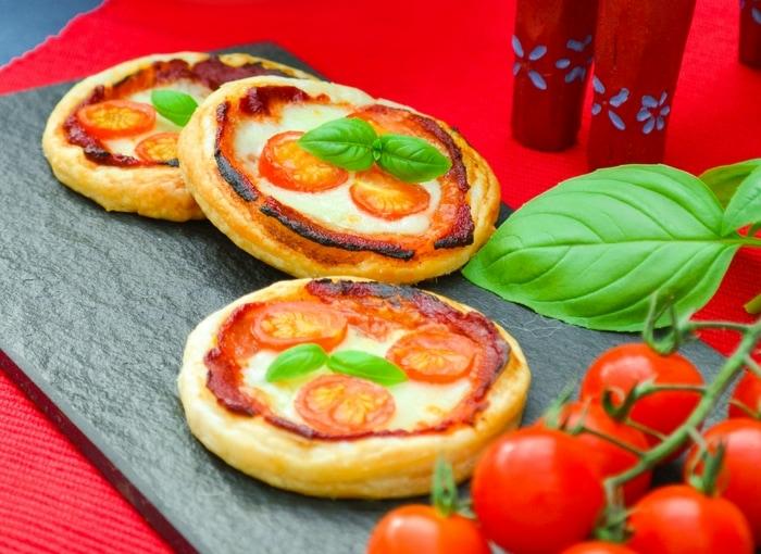 Mini Margherita Puff Pizza Pies