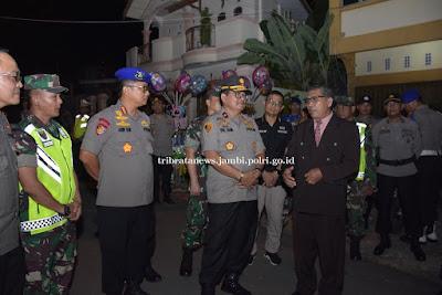 Wakapolda Jambi Pantau Langsung Pengamanan Malam Natal Tahun 2019 Di Gereja Santa Theresia Dan GPIB Kota Jambi