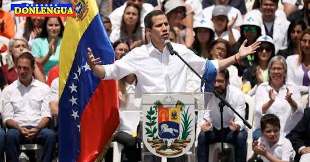 Juan Guaidó sube a la tarima para decir que Maduro no tiene ninguna legitimidad