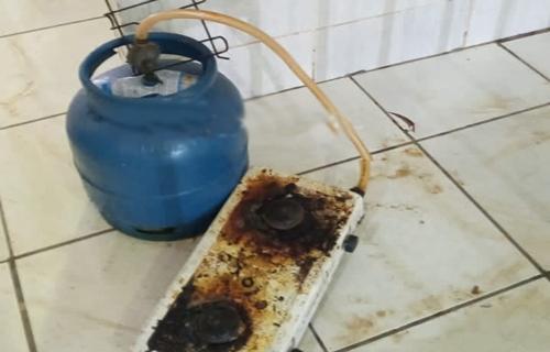 Equipe da PM prende marido que tentava colocar fogo em casa com a mulher dentro