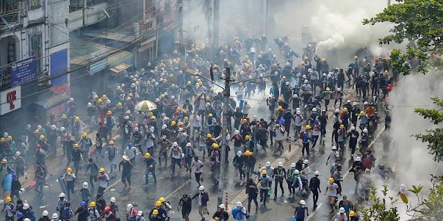 Kekerasan Aparat Meningkat, Warga Berbondong-bondong Tinggalkan Yangon