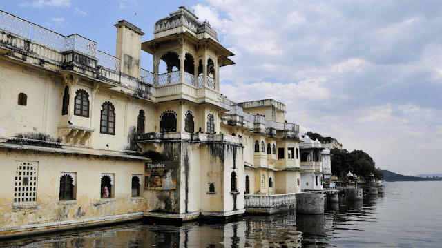 Udaipur Tourist Attraction : Bagore Ki Haveli Udaipur
