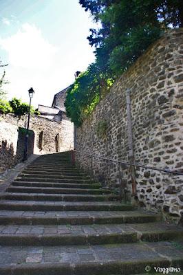 Scalinata per raggiungere la parte alta della città di Fougeres