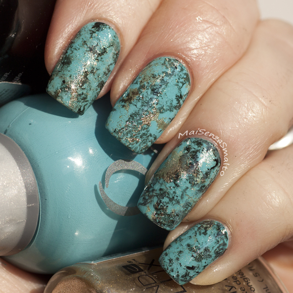 Turquoise water spotted manicure