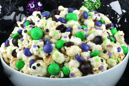 BEWITCHED HALLOWEEN POPCORN #popcorn #desserts #snack #halloween #easy