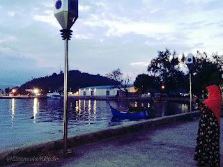 foto-menikmati-suasana-menjelang-malam-di-pelabuhan