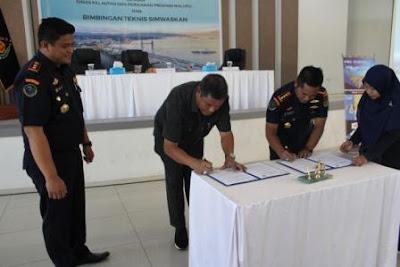 Ditandatangani Perjanjian Kerja  Sama  Pengawasan  Sumberdaya  Kelautan dan Perikanan antara Ditjen PSDKP - KKP  dengan  Dinas  Kelautan dan Perikanan Propinsi  Maluku   di Ambon.