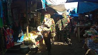 Bhabinkamtibmas Tabaringan Aktif Imbau Warga di Pasar Pakai Masker, Jaga Jarak