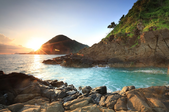 Pantai Semeti Lombok : Wisata Pantai Mawi Ala Planet Krypton