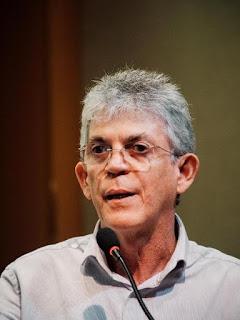 Justiça bloqueia previdência no valor de R$ 2,4 milhões e imóveis de Ricardo Coutinho