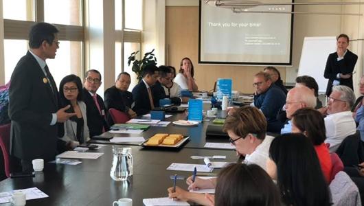 Gubernur Irwan Prayitno Tawarkan Potensi Investasi di Zakendoen Met Indonesiae