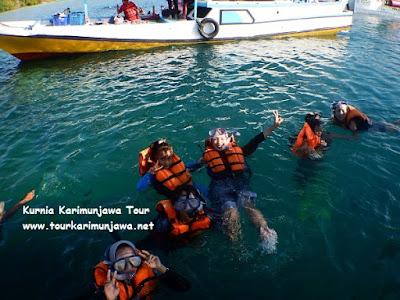 kegiatan snorkeling di karimunjawa