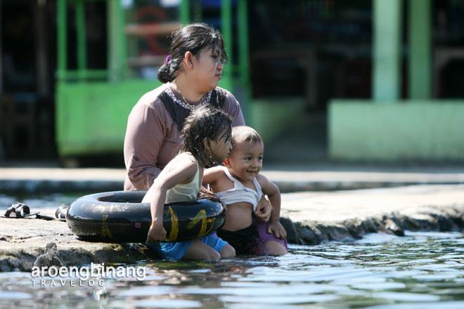 kolam air pemandian cikoromoy pandeglang banten