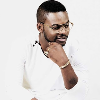See The Moment Falz Teared Off His Trouser To Dance With Lady On Stage (Watch Video)