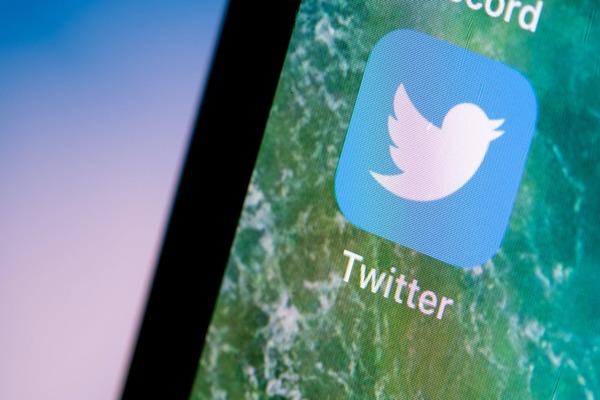 """تسريب يكشف عن ميزة """"التراجع عن الإرسال"""" على تويتر"""