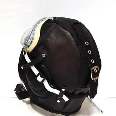 Детский шлем кожа: регулировочный ремень посадки на затылке. Вид сзади, ручная работа на заказ. Зимние шапки шлемы всех размеров