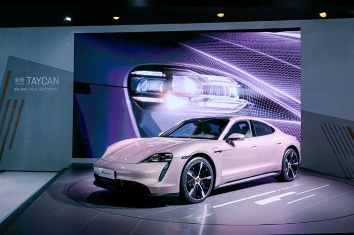 Porsche Taycan dành cho các quý cô với nước sơn màu hồng kẹo ngọt