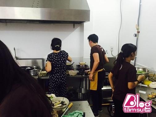 Đi ăn quán Trường Giang mới mở về, Trấn Thành – Hari Won liền nhận xét choáng - 1