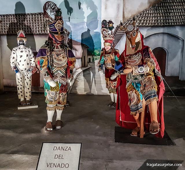 Rituais populares tradicionais das comunidades guatemaltecas reproduzidos no Museu de Arqueologia e Antropologia da Cidade da Guatemala