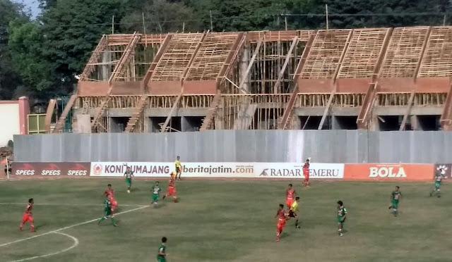 Pembangunan tribun stadion sisi timur