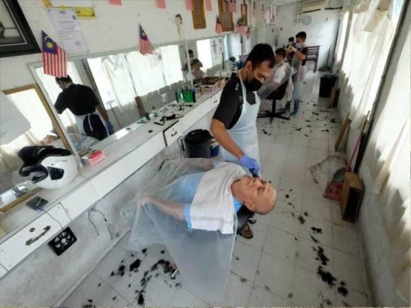 Penduduk Perlis 'Serbu' Kedai Gunting Rambut