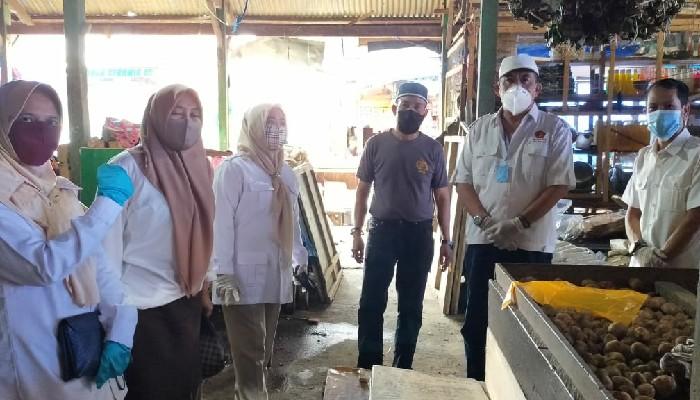 Edukasi Warga, Anggota DPRD Fraksi Gerindra Blusukan di Pasar Sentral