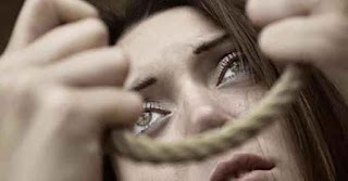 صور بنت حزينة جدا تتمنى ان تنهي حياتها قتلاً