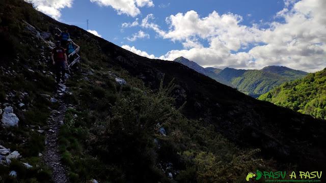 Descendiendo a Corias desde Belmonte