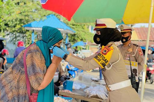 Sat Lantas Polres Maros Bagi Masker Gratis Ajak Masyarakat Patuhi Protokol Kesehatan Covid-19