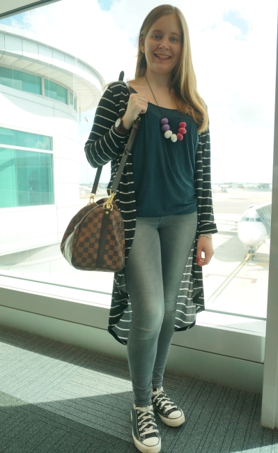 Airport travel outfit skinny jeans striped duster converse louis vuitton speedy bandouliere cross body | AwayFromBLue