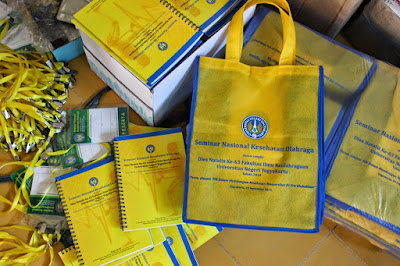 CV. HAMDA KREASI Grosir Tas, Paket Seminar Kit dan Percetakan Murah di Bandung. Block notes, Pulpen, Tas, Pouch kulit, Flashdisk promosi dan Souvenir.