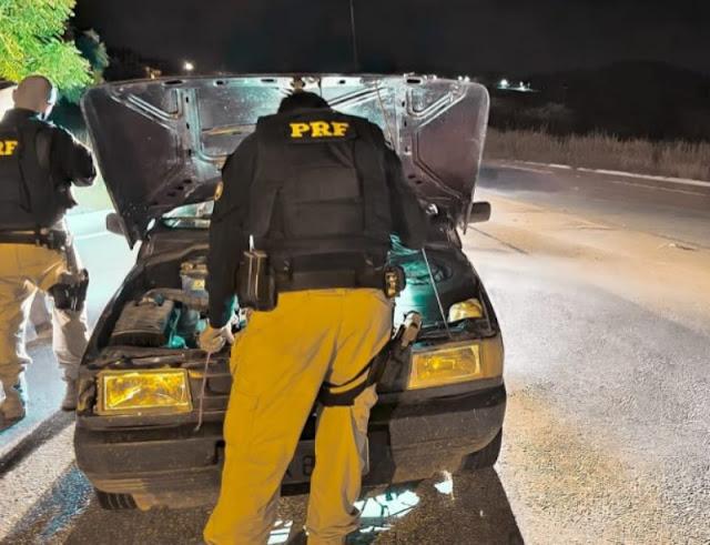 PRF na PB recupera veículo roubado no Ceará que circulava clonado em Patos