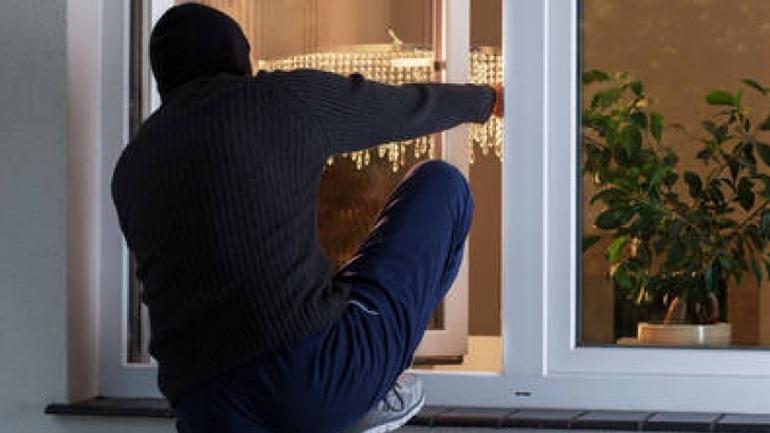 Διαρρήκτης συνελήφθη στα κεραμίδια σπιτιού στη Λάρισα