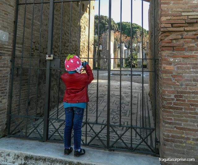 Pisos em mosaicos nas Ruínas de Pompeia