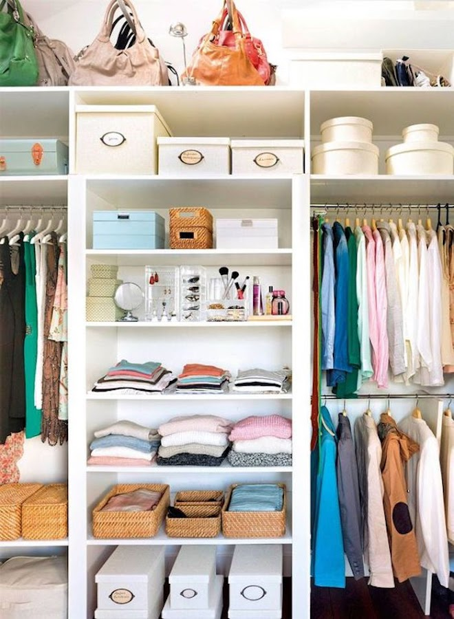 Organizar bolsos en el armario
