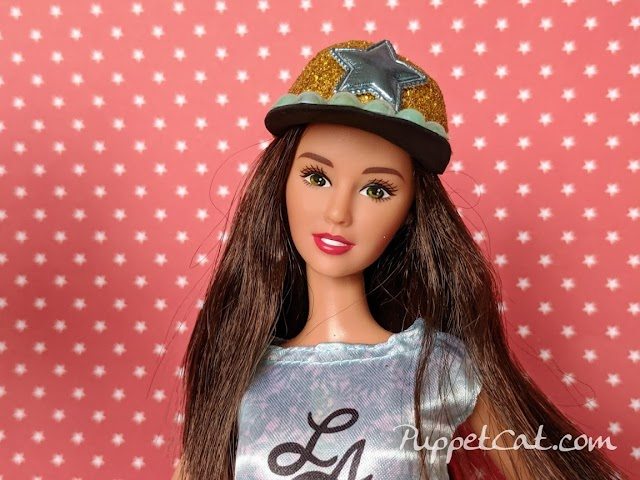 Простой способ сделать кепку для куклы