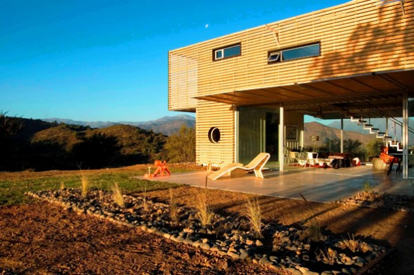Casa Manifesto Recycled Shipping Container House Chile