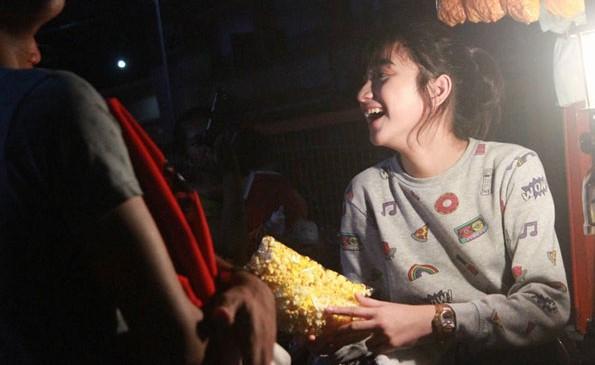 Penjual Popcorn Cantik Viral di Media Sosial
