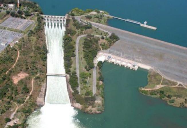 Três Marias abre vertedouro e pode haver enchente no Rio São Francisco como a dos anos de 1979 e 1989