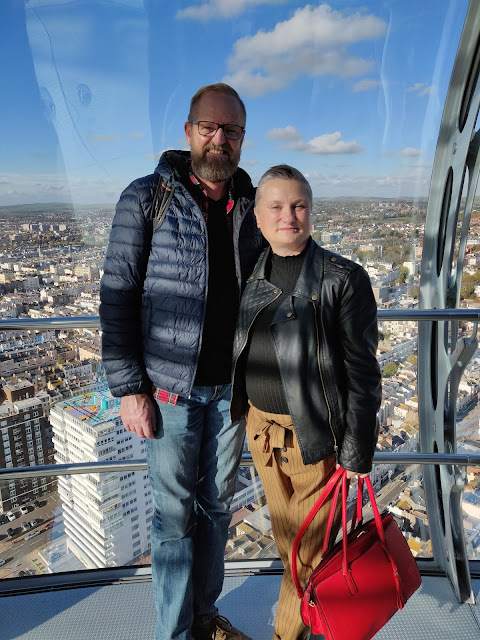 madmumof7 and husband on British Airways i360