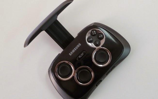 Com design similar a controles de videogame, acessório é ideal para jogos de corrida, tiro e plataforma