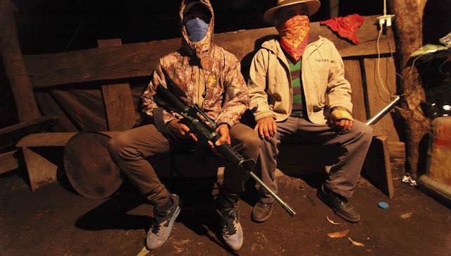 """""""El Capache"""" el niño sicario del CJNG en su formación lo hicieron destazar a una persona a sus 14 años ahora deserta y Caza a los de Jalisco como autodefensa"""