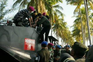 Jokowi naik tank