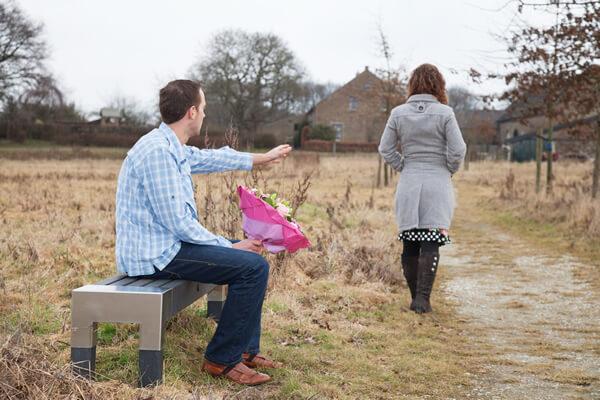 Pareja terminando una relación sin lastimarse
