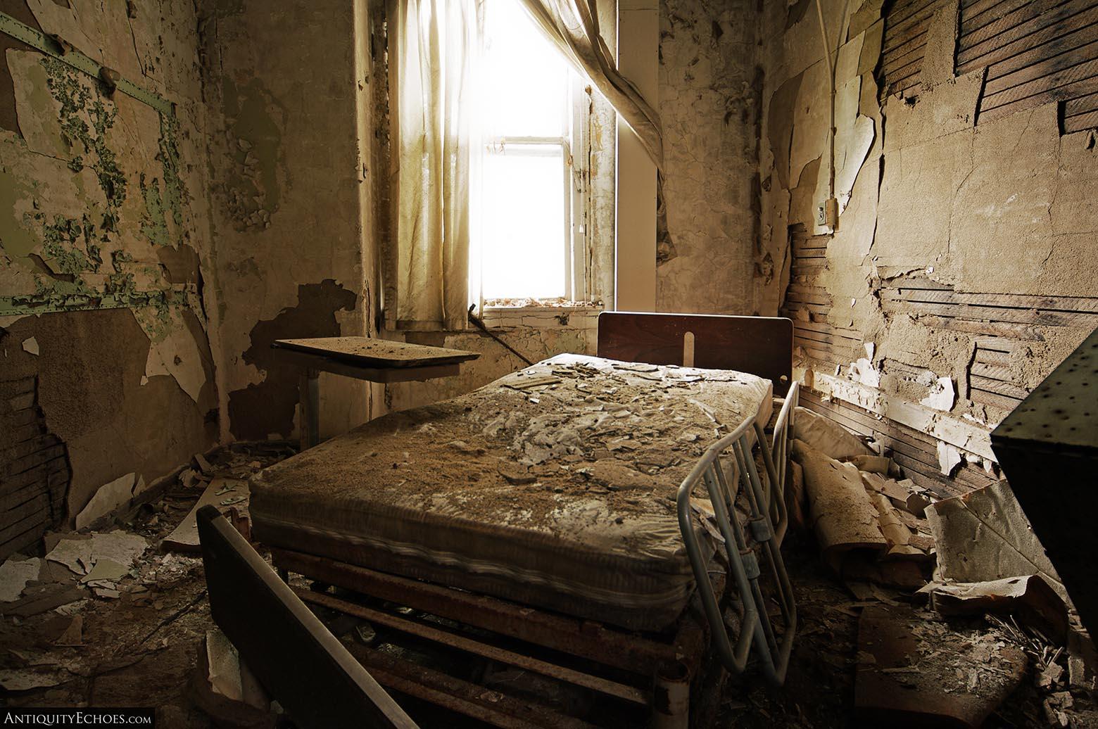 Brownsville General Hospital - Decayed Bedroom