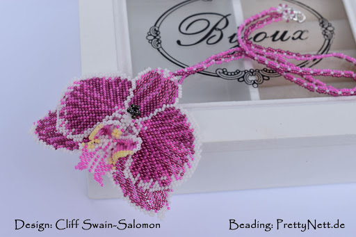 Peyote beaded pendant Phalaenopsis - beaded by PrettyNett.de