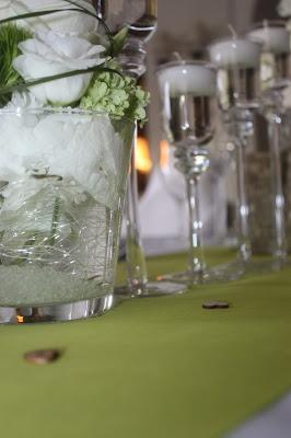 Frühlingshochzeit im Mai in Grün und Weiß - heiraten im Riessersee Hotel Garmisch-Partenkirchen, Bayern - spring wedding, green and white - Blumenschmuck