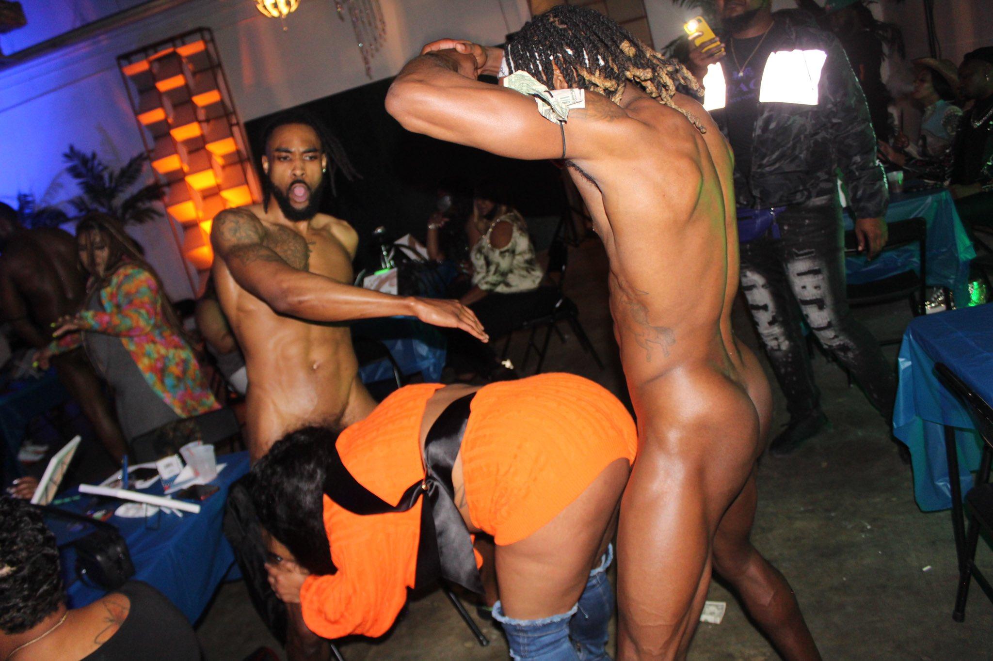 stripper desnudos con los clientes